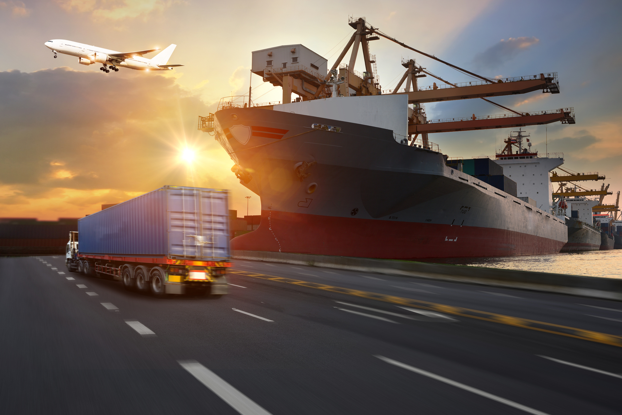 Pros and Cons of Shipping by Truck